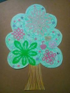 切り紙で木を飾ろう